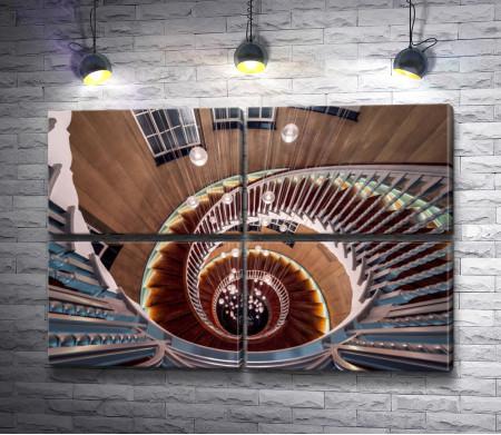 Винтовая лестница. Фоторабота Отто Беркли.