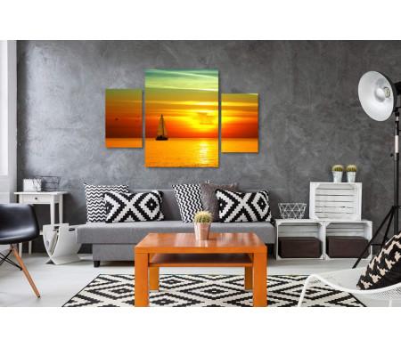 Парусник и оранжевый закат