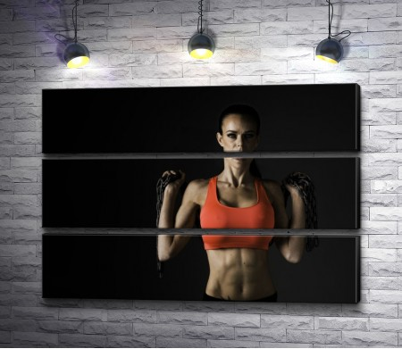 Фитнес девушка в красном топе