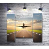 Самолет, взлетающий на рассвете
