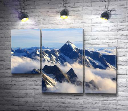 Вершина горы в облаках