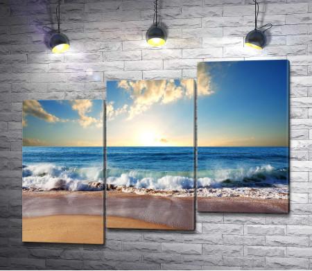 Пляж на берегу океана