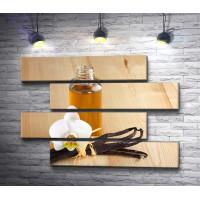 Стручки ванили,  цветок и парфюм на деревянном фоне