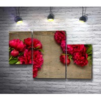 Букеты ярко-розовых пионов