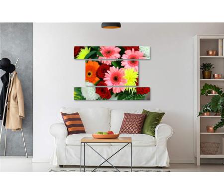 Яркий букет из роз, гербер и хризантем