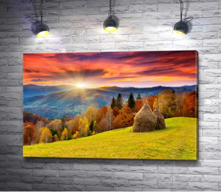 Горный осенний пейзаж с красочными лесами