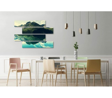 Отражение живописной горы в воде