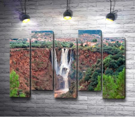 Ущелье с водопадом в Марокко