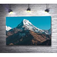 Заснеженная вершина горы