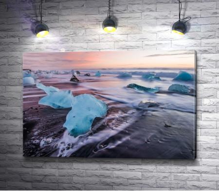 Льдины на берегу Исландии