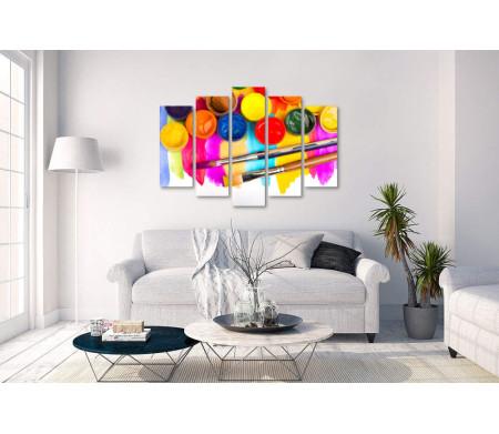 Разноцветные краски и кисти для рисования
