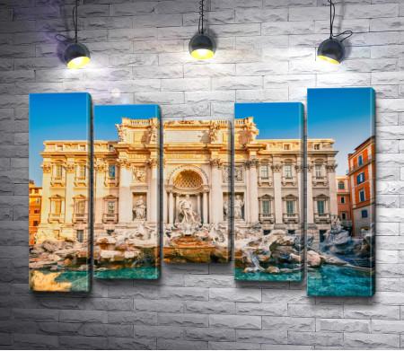 Фонтан Треви на фоне палацо Поли. Рим, Италия