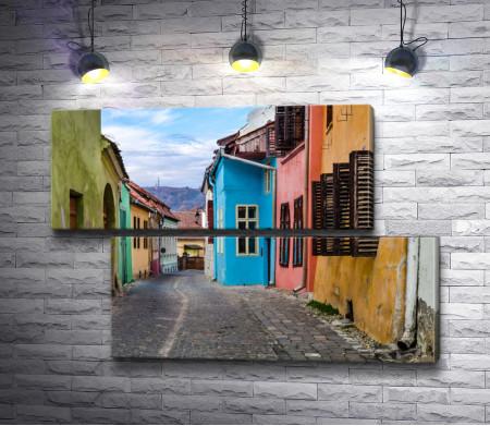 Красочная улочка в Трансильвании, Румыния