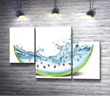 Креативный арбуз с брызгами воды