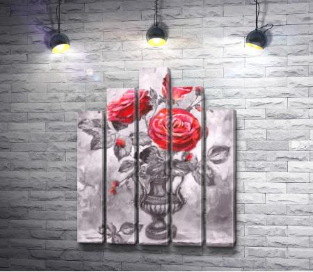 Красные розы в античной вазе