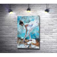 Юная балерина завязывает пуанты