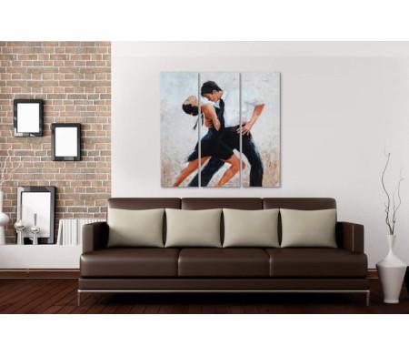 Пара танцует страстное танго