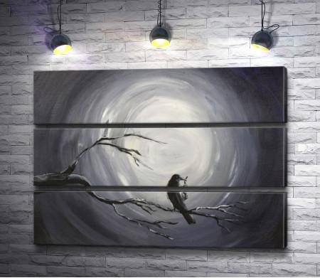 Ворон на ветке на фоне луны, картина в черно-белых тонах