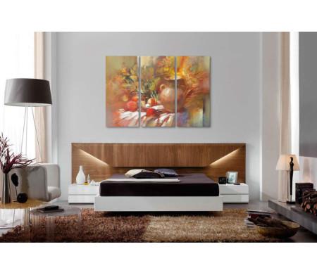Натюрморт: ваза,  осенние листья и яблоки