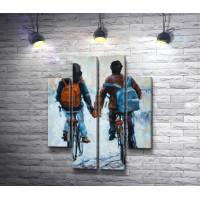 Парень и девушка на велосипедах держатся за руки