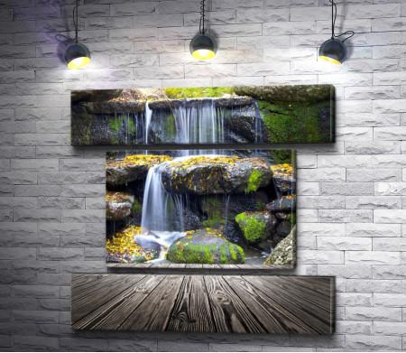 Водопад в осеннем парке