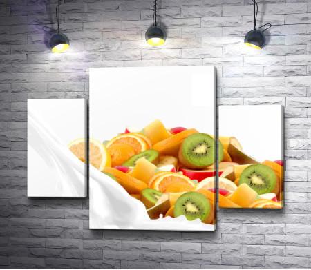 Молоко и фрукты - апельсины, киви, бананы