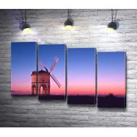Ветряная мельница, розовое небо и синие вечерние сумерки