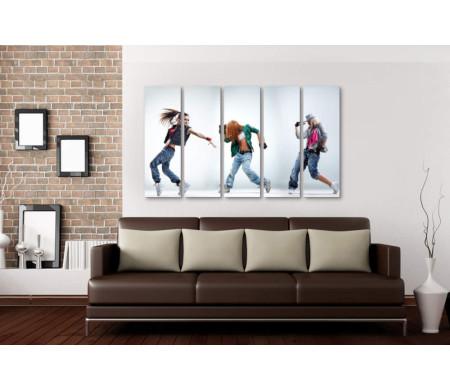 Три стильные танцовщицы
