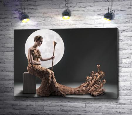 Девушка на фоне луны в платье из рук