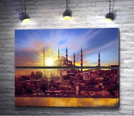 Солнце освещает Стамбул