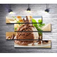 Мороженое с вафлями и мятой