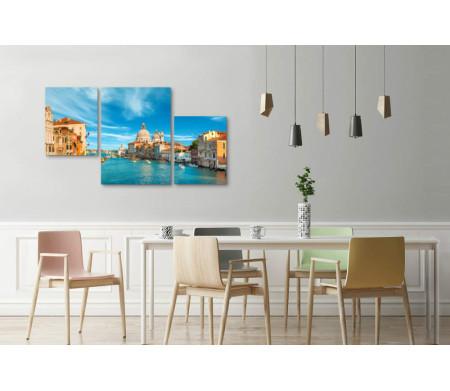 Дома песочного цвета в Венеции