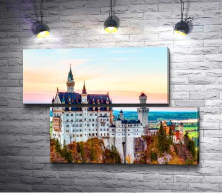 Замок Нойшванштайн окруженный природой, Швангау, Германия