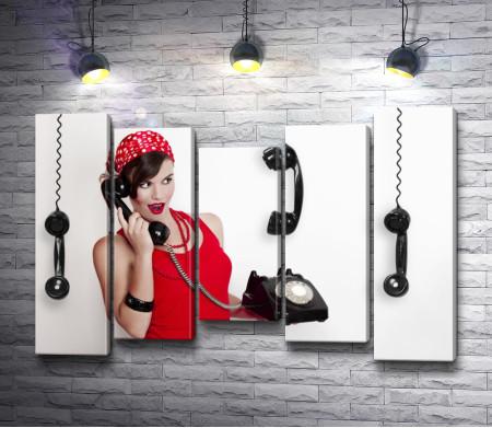 Девушка и ретро телефон