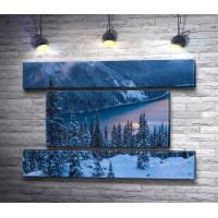 Вид на зимнее озеро Пейто, Канада