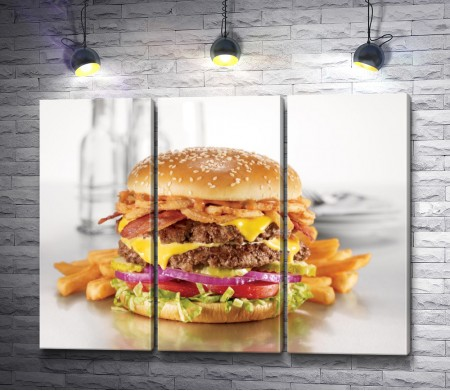 Гамбургер с картошкой-фри