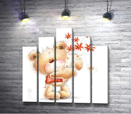 Косолапый медвежонок с букетом цветов