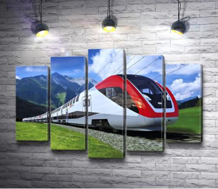 Быстрый поезд едет в горах