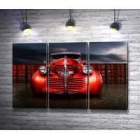 Красный ретро автомобиль