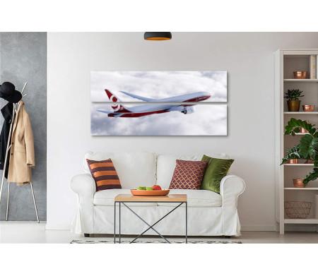 Пассажирский самолет летит выше облаков