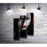 Брюнетка с красными губами, черно-белое фото