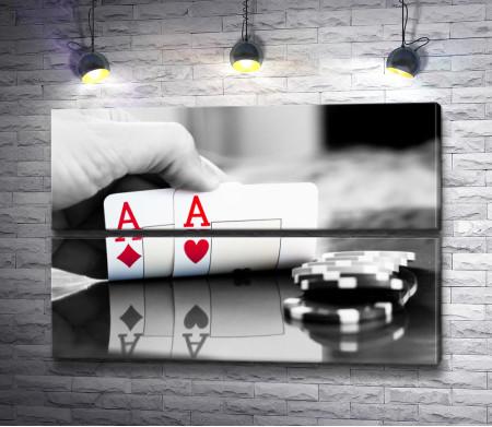 Покерные карты красной масти, черно-белое фото