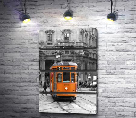 Желтый трамвай в черно-белом городе
