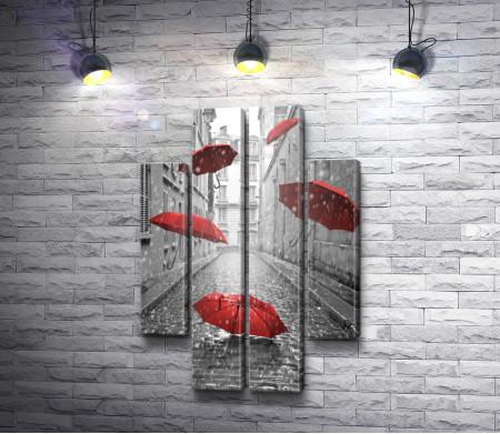 Красные зонтики на улице в дождливую погоду, фото в черно-белой гамме