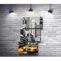 Желтые такси в черно-белом городе