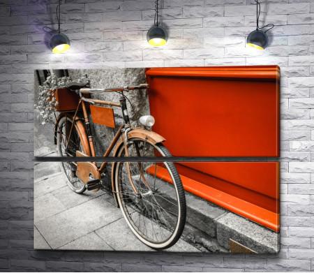 Велосипед у стены