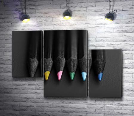 Черно-белое фото цветных карандашей
