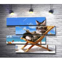 Кот-рыбак на отдыхе в шезлонге