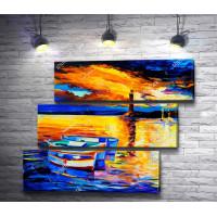 Лодки и маяк на фоне красивого заката