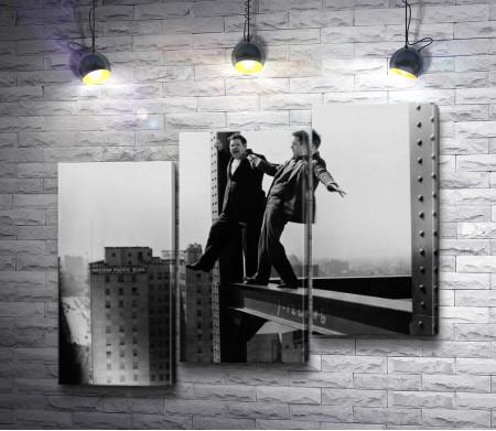Рабочие во время строительства небоскреба в Нью-Йорке, черно-белое фото